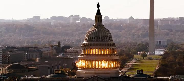 """Fotograma de """"Asalto al poder"""" con destrucción de Capitolio."""