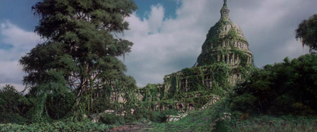 """Fotograma de """"La fuga de Logan"""" con el Capitolio cubierto de vegetación."""