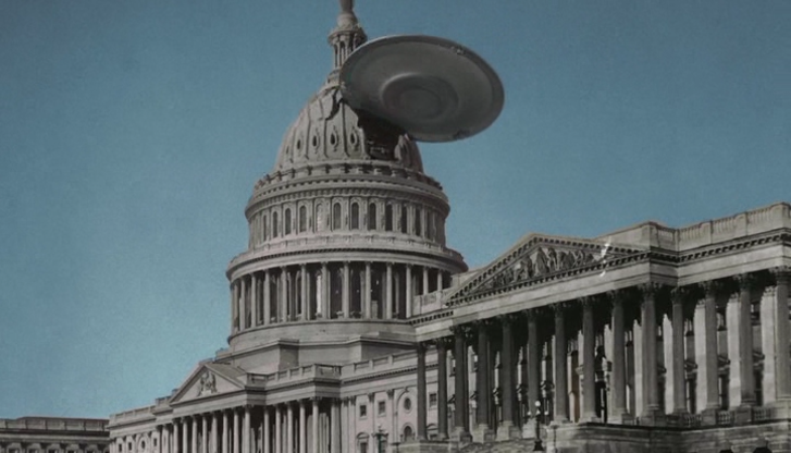 """Un platillo volante ataca el Capitolio en """"La Tierra contra los platillos volantes""""."""