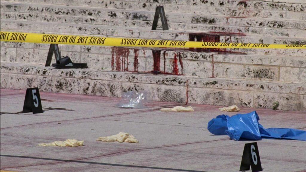 La escena del crimen del asesinato de Gianni Versace: los escalones manchados de sangre.