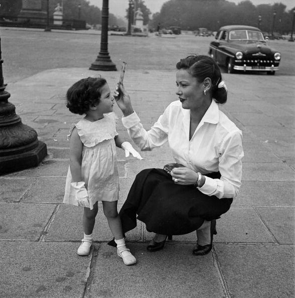 Gene Tierney con su segunda hija, Christina.
