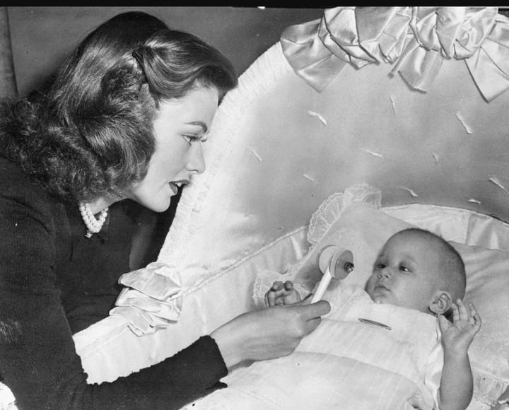 Gene Tierney con su hija Daria.