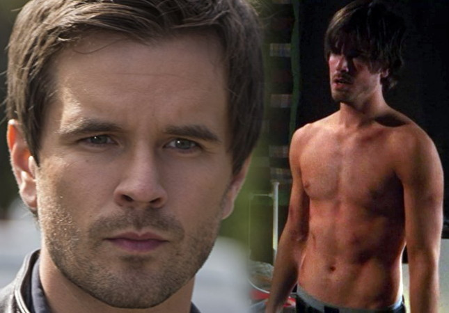Graham Wardle sin camiseta.