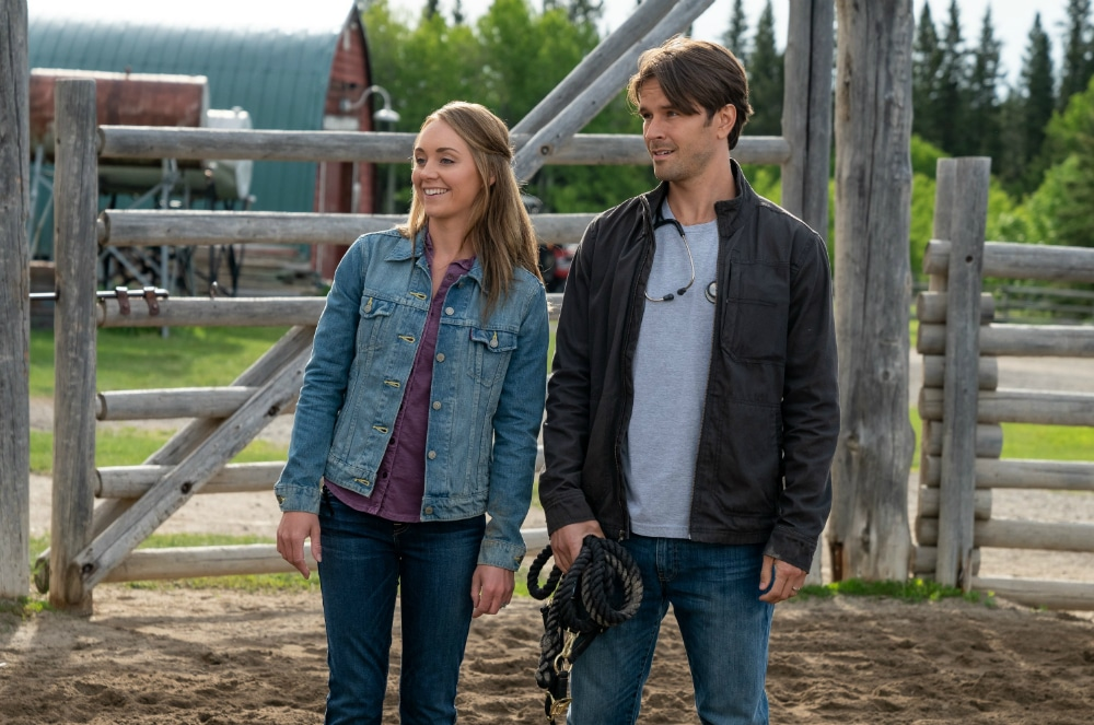 "Amber Marshall y Graham Wardle en ""Heartland""."