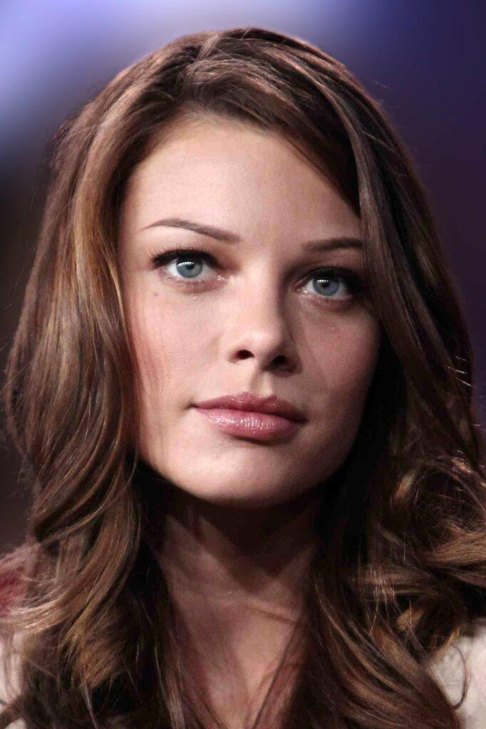 """Lauren German, protagonista femenina de """"Lucifer""""."""