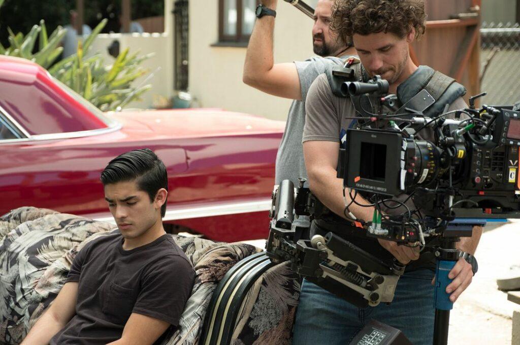 "Diego Tinoco rodando ""On My Block""."