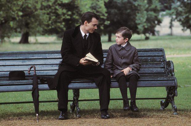 """El niño Freddie Highmore, futuro protagonista de una de nuestras 12 series de médicos, cuando era niño en """"Descubriendo nunca jamás""""."""