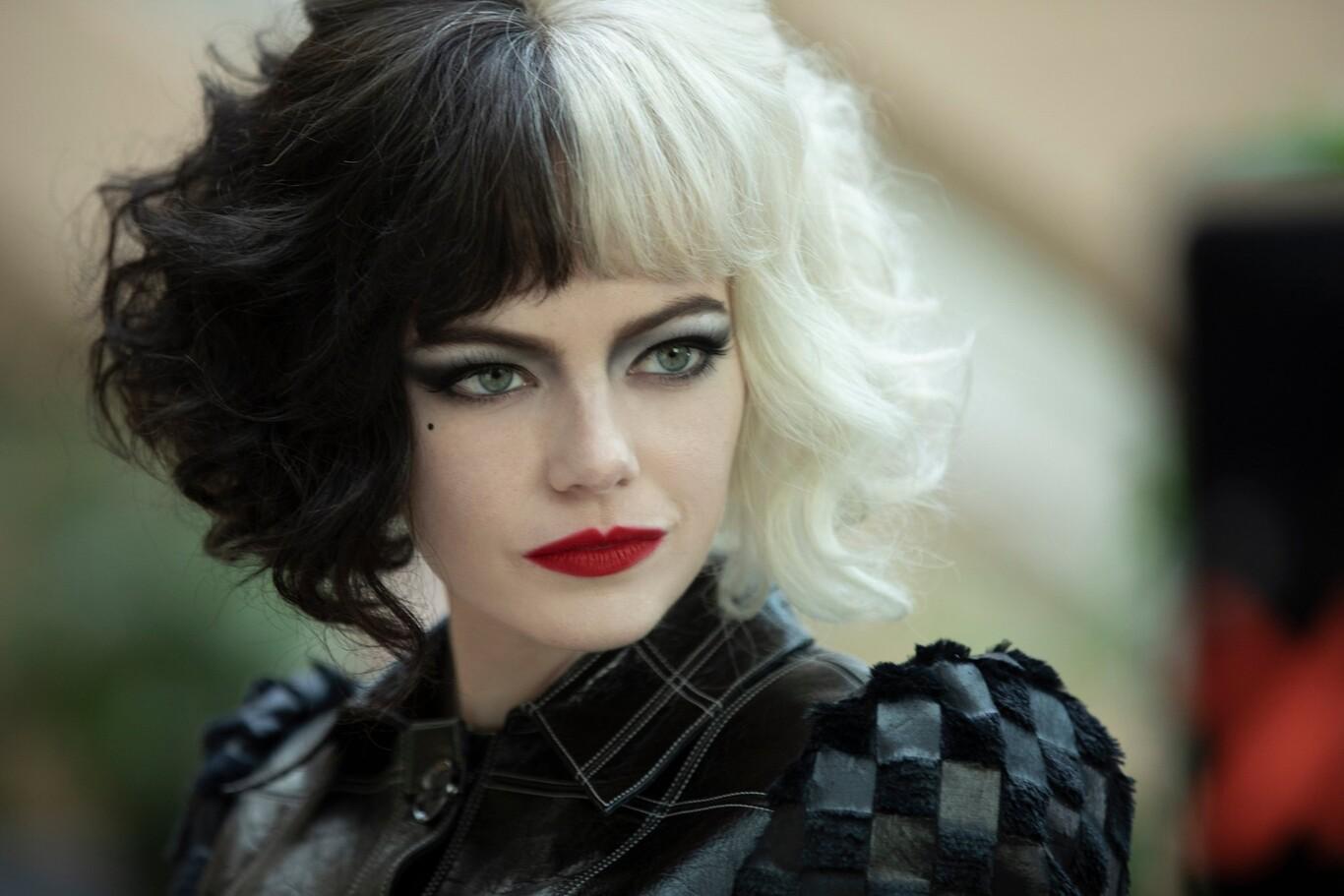 Emma Stone como Cruella de Vil.