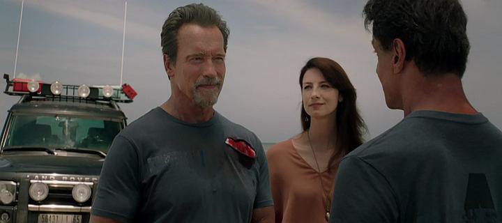 """Arnold Schwarzenegger, Caitriona Balfe y Sylvester Stallone en """"Plan de Escape""""."""