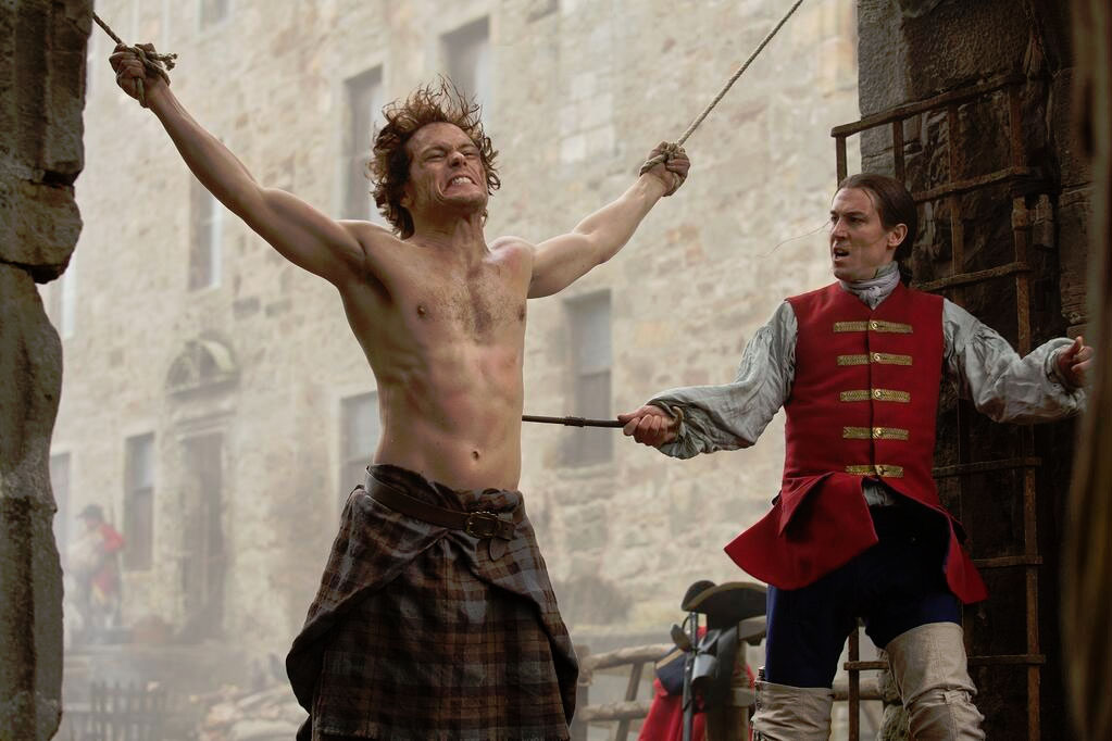"""Sam Heughan y Tobias Menzies en """"Outlander""""."""