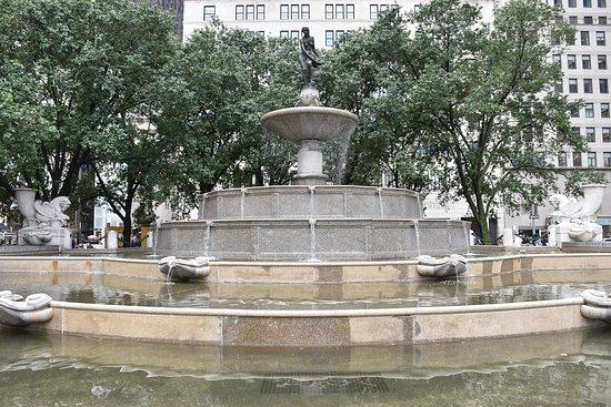 """Pulitzer Fountain: la fuente neoyorquina que inspiró la de """"Friends""""."""