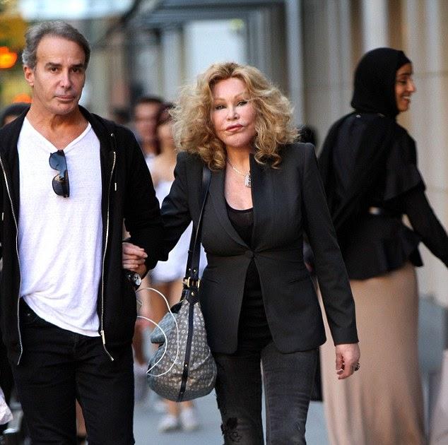 Jocelyn Wildenstein, una de las 10 peores adictas a la cirugía plástica, con su exnovio Lloyd Klein.