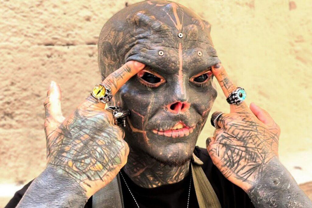 """""""The Black Alien"""": lo siguiente, las cejas."""