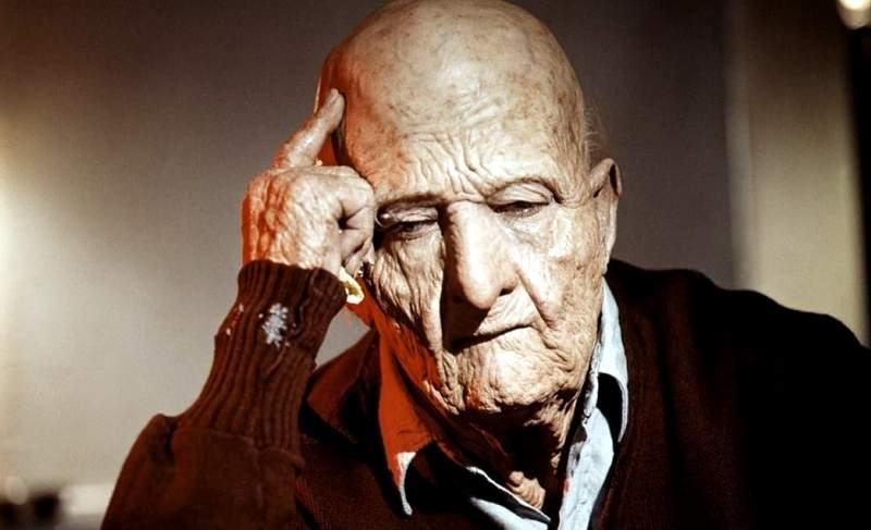 Un falso anciano de 121 años, envejecido por el maquillaje para una película.