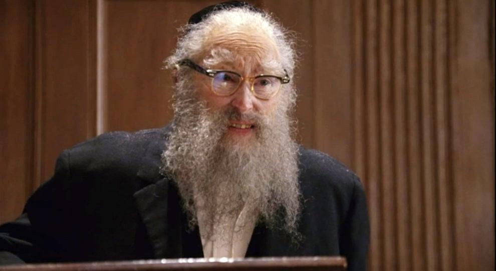 Rabino barbudo por obra del maquillaje.