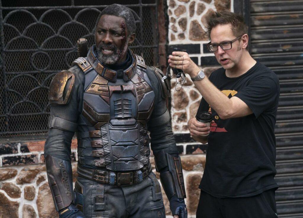 """Idris Elba con James Gunn en el plató de """"El escuadrón suicida""""."""