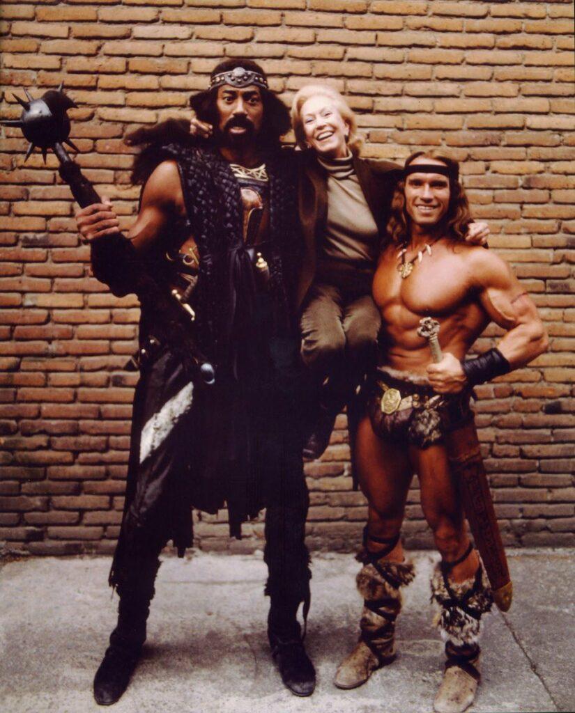 "Wilt Chamberlain y Arnold Schwarzenegger en ""Conan el destructor""."